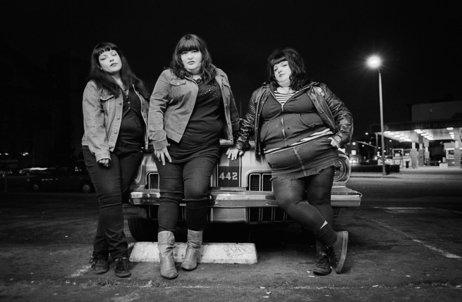 The ladies of Midnite Snaxxx and a 442! Photo by Icki.
